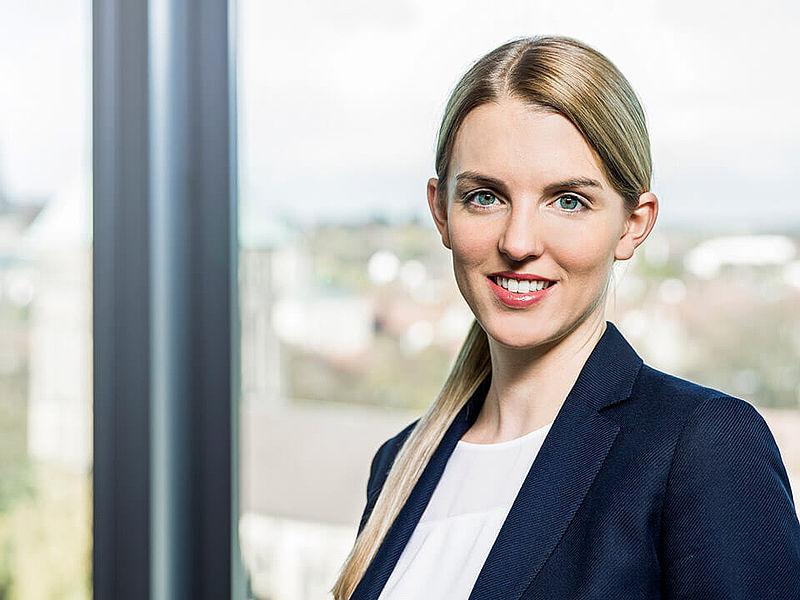 Dr. Julia Telsemeyer